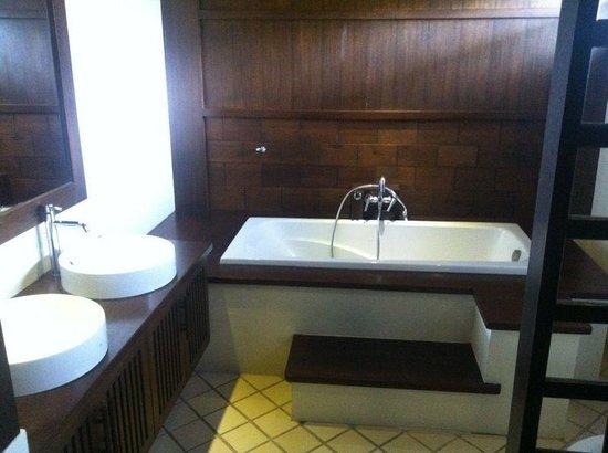 Samui Jean Resort: El baño