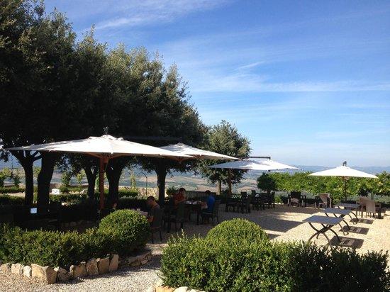 Castello La Leccia: café da manhã e jantar ao ar livre!
