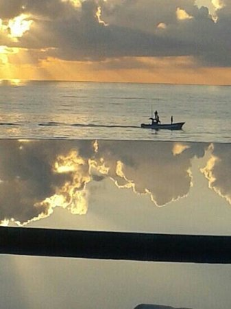 Live Aqua Cancun All Inclusive: sunrise reflcting on the infinity pool
