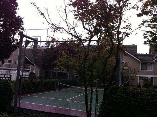 Residence Inn Portland North/Vancouver: tennis anyone? :)