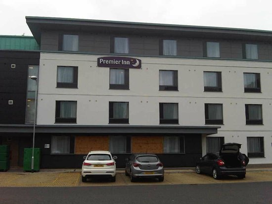 Premier Inn Inverness West Hotel: quite imposing building for an inn
