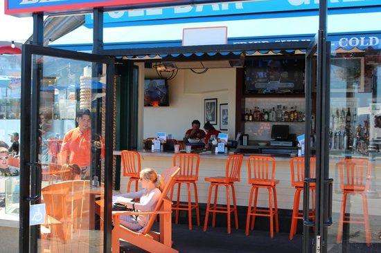 Chowder Hut Grill: Bar