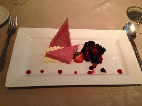 La Barbarie Hotel: Iced blackberry parfait, Guernsey Cream and autumn berries
