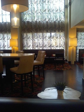 Hampton Inn St. Petersburg: dining area