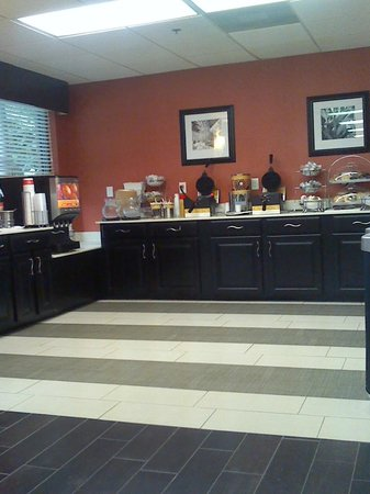 Hampton Inn St. Petersburg: breakfast