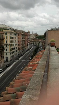 Aklesia Suite B&B - Colosseo: Rooftop view looking south