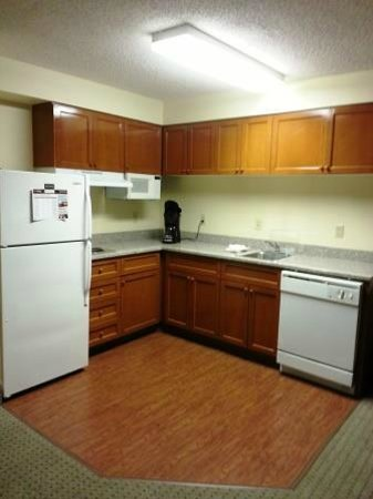 Staybridge Suites Memphis - Poplar Ave East: The huge kitchen