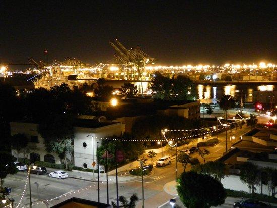 Crowne Plaza Los Angeles Harbor Hotel: Port of LA, night