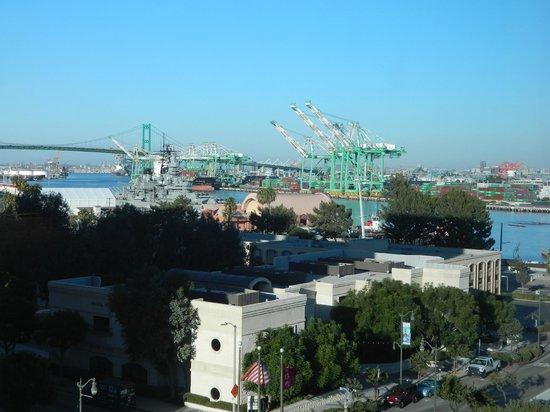 Crowne Plaza Los Angeles Harbor Hotel: Port of LA, evening