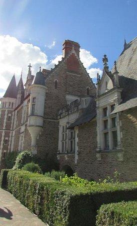 Chateau de la Colaissiere : Vue du bâtiment principal