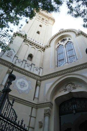 Iglesia de San Manuel y San Benito: The façade.