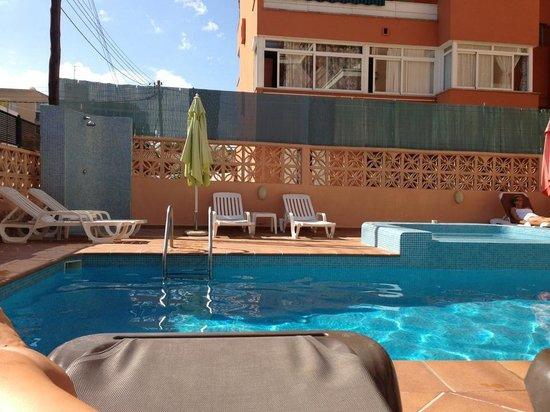 Martinez Apartments : The pool