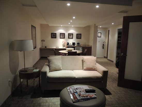 International Hotel and Spa Calgary: It's own little apartment!