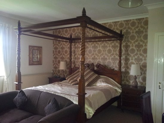 Ox Pasture Hall Hotel: our bed