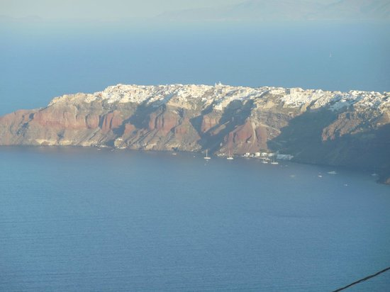 Merovigliosso Apartments: Oia from the hotel