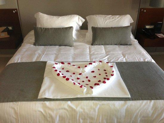 SENSIMAR KALLISTON Resort & Spa by ATLANTICA: Our honeymoon bed!