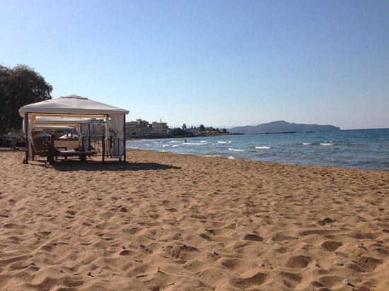 SENSIMAR KALLISTON Resort & Spa by ATLANTICA: The hotel beach