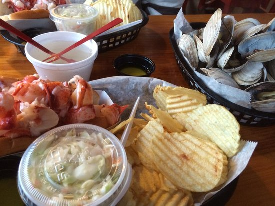 Lobster Shack : Lobster Roll and Steamers - YUM!