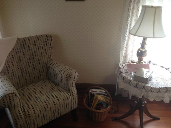 Rose & Thistle Bed & Breakfast: Nicki's Room - reading chair