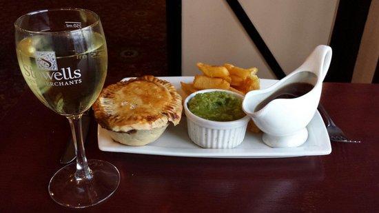 Ferryboat Inn: Steak and ale pie
