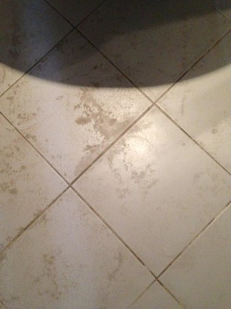 Rosso Verde Hotel: Stained floor