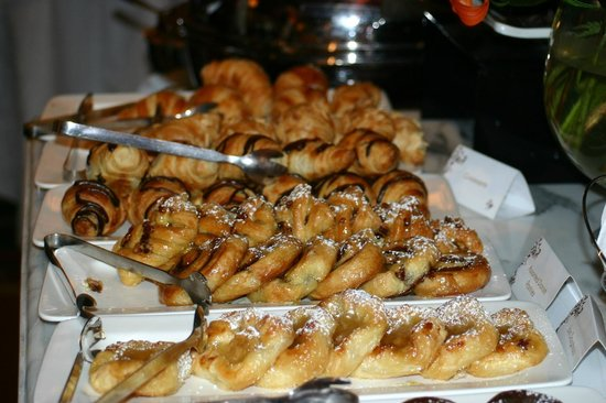 Michelangelo Hotel : Marvelous danish and pastries