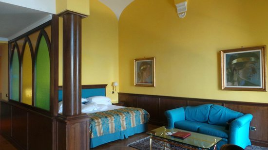 Imperial Hotel Tramontano: Suite sleeping and sitting area