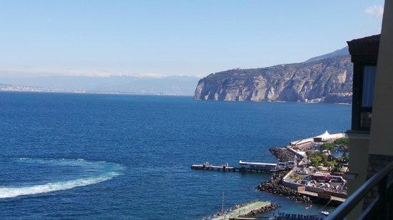 Imperial Hotel Tramontano: Balcony view looking eastward with Il Porto below