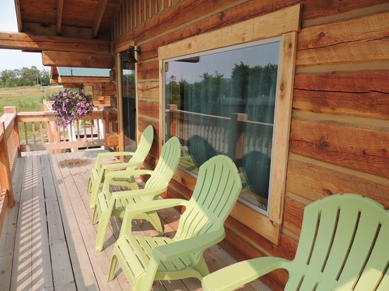 Glacier Trailhead Cabins: front porch