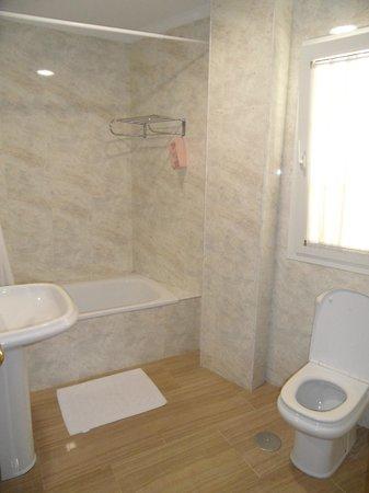 Bajamar: Fine bathroom