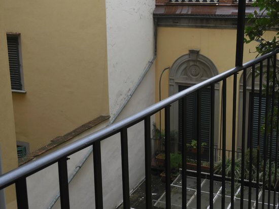 broken chandelier glass - Picture of Soggiorno Rondinelli, Florence ...