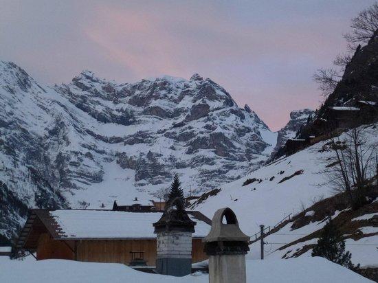 Pension Gimmelwald: Ausblick vom Zimmer auf die Bergwelt