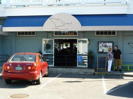 Seaport Grille: Entrance