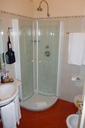 Villa Marsili: Small shower