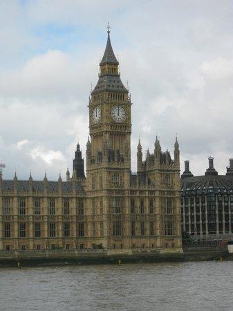Park Plaza London Riverbank : Big Ben sure is LOUD....