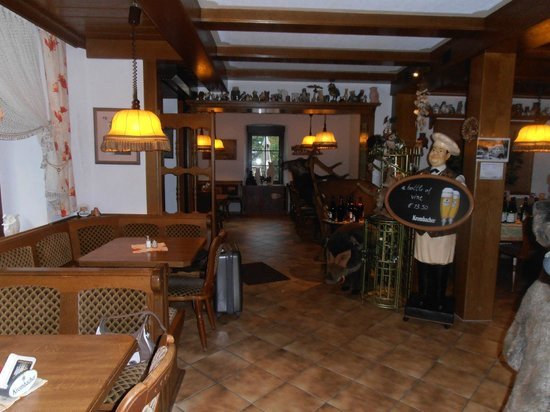 Mosellandhotel Waldeck: Looking towards private dining area and bar