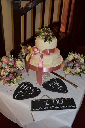 Bridge Tea Rooms: wedding cake