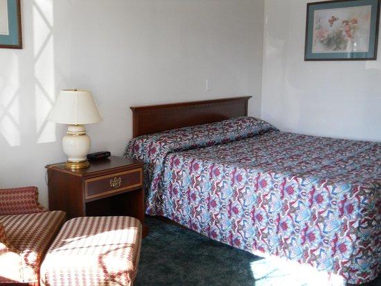 Value Inn Motel: Accessible Room II