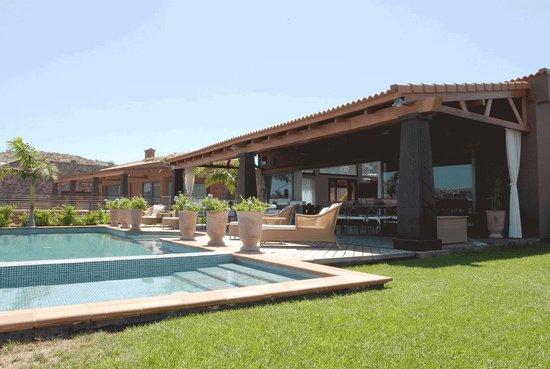 Special Lodges Villa Gran Canaria: Pool and garden