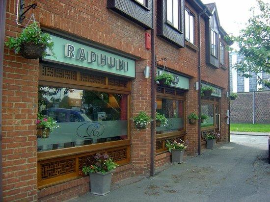 Radhuni: Outside
