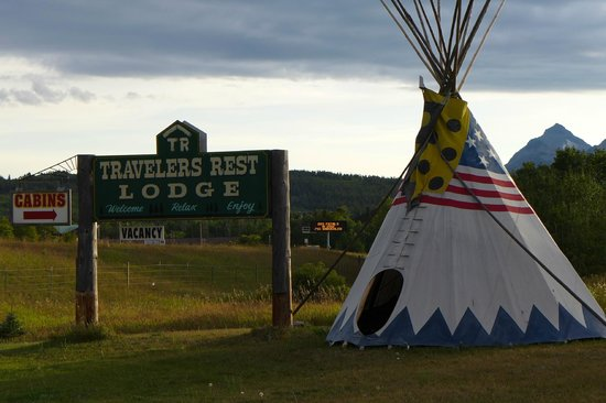 Travelers Rest Lodge: Just outside East Glacier & beautiful views!