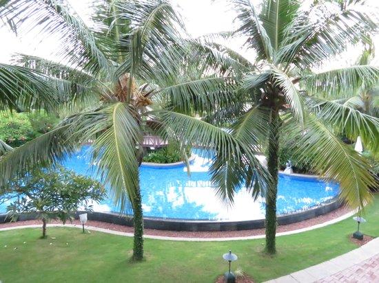 Radisson BLU Resort Temple Bay Mamallapuram: Vista piscina