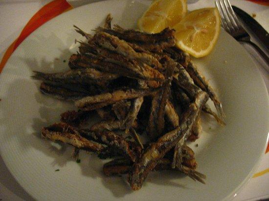 Avli Tou Thodori: Piattone di alici fritte