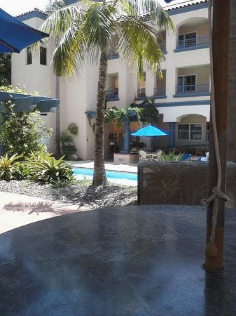 Tamarack Beach Resort and Hotel: courtyard