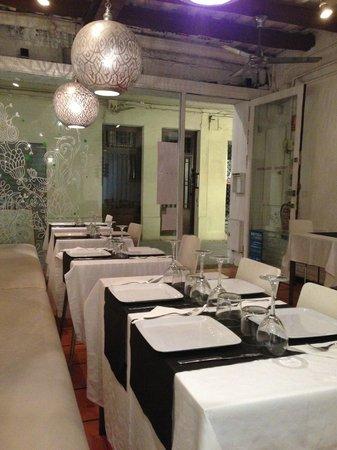 Chai Indian Restaurant Sitges: La salle