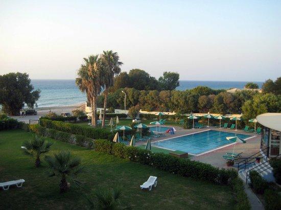 Pylea Beach Hotel: Вид из окна