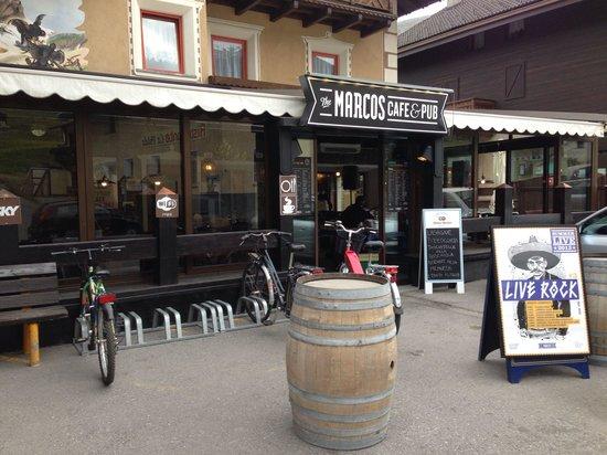 Marcos pub