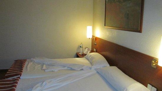 Catalonia Hispalis Hotel: Nice matress, clean sheets