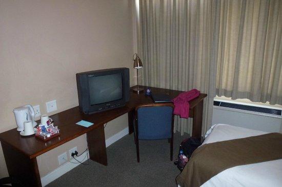 Protea Hotel by Marriott Windhoek Thuringerhof: tv 2