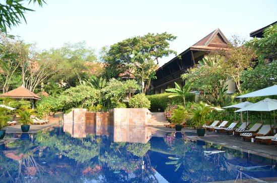 Victoria Angkor Resort & Spa: très vaste piscine